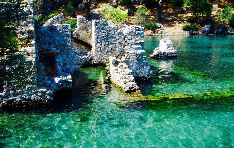 Cleopatra's Bay