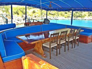 The Kasapoğlu V gulet yacht Kaş Turkey dining area