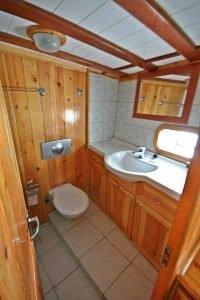 The Kasapoğlu V gulet yacht Kaş Turkey bathroom